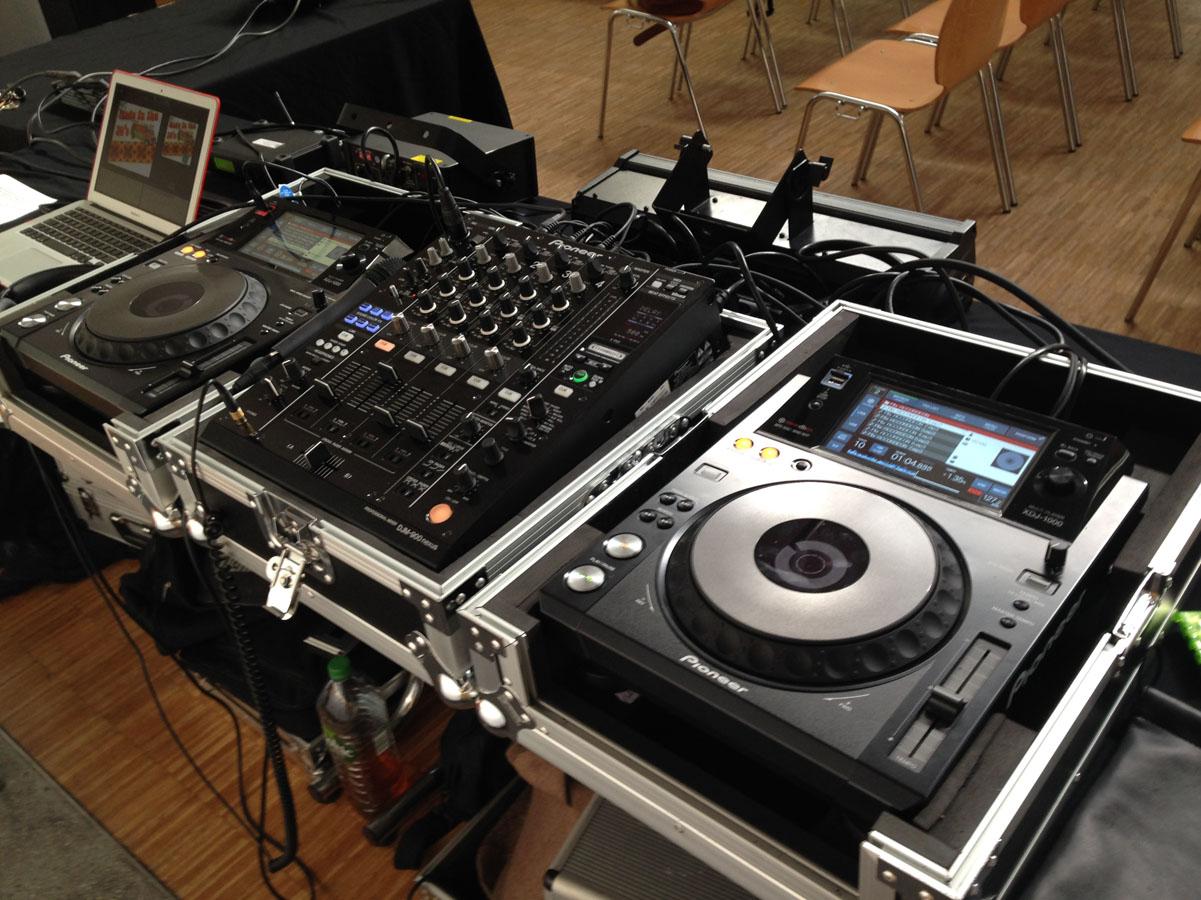 Régie son Dj maxtof Controleur Pioneer XDJ 1000 Table de mixage DJM 900 nexus
